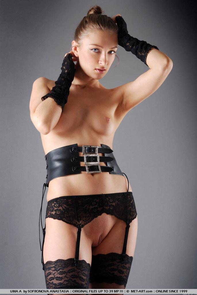 Фото голых женщин в поясе для чулок