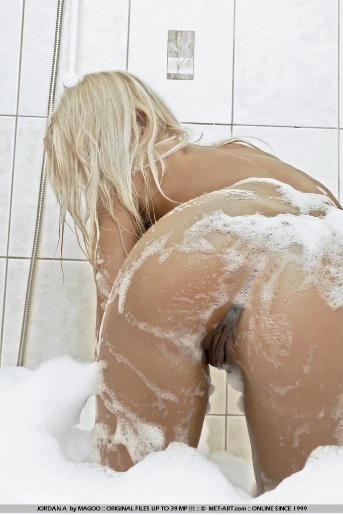 Порно фото блондинок в душе