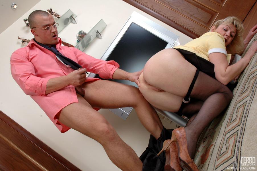 Popular voyeur old porn pics and voyeur granny sex images