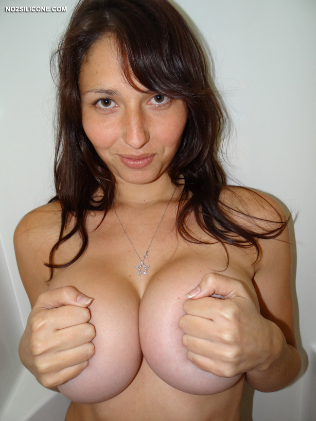 No2silicone Busty Jenny Pretty Amateur With Big Melons Nude Gallery