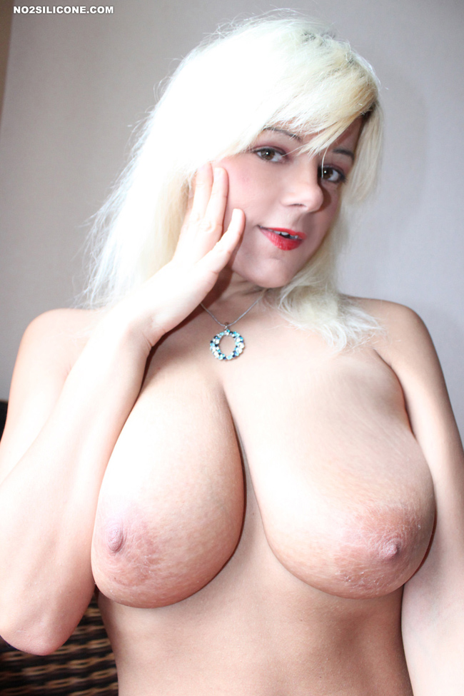 Amateur blonde on chaturbate with fingers 3