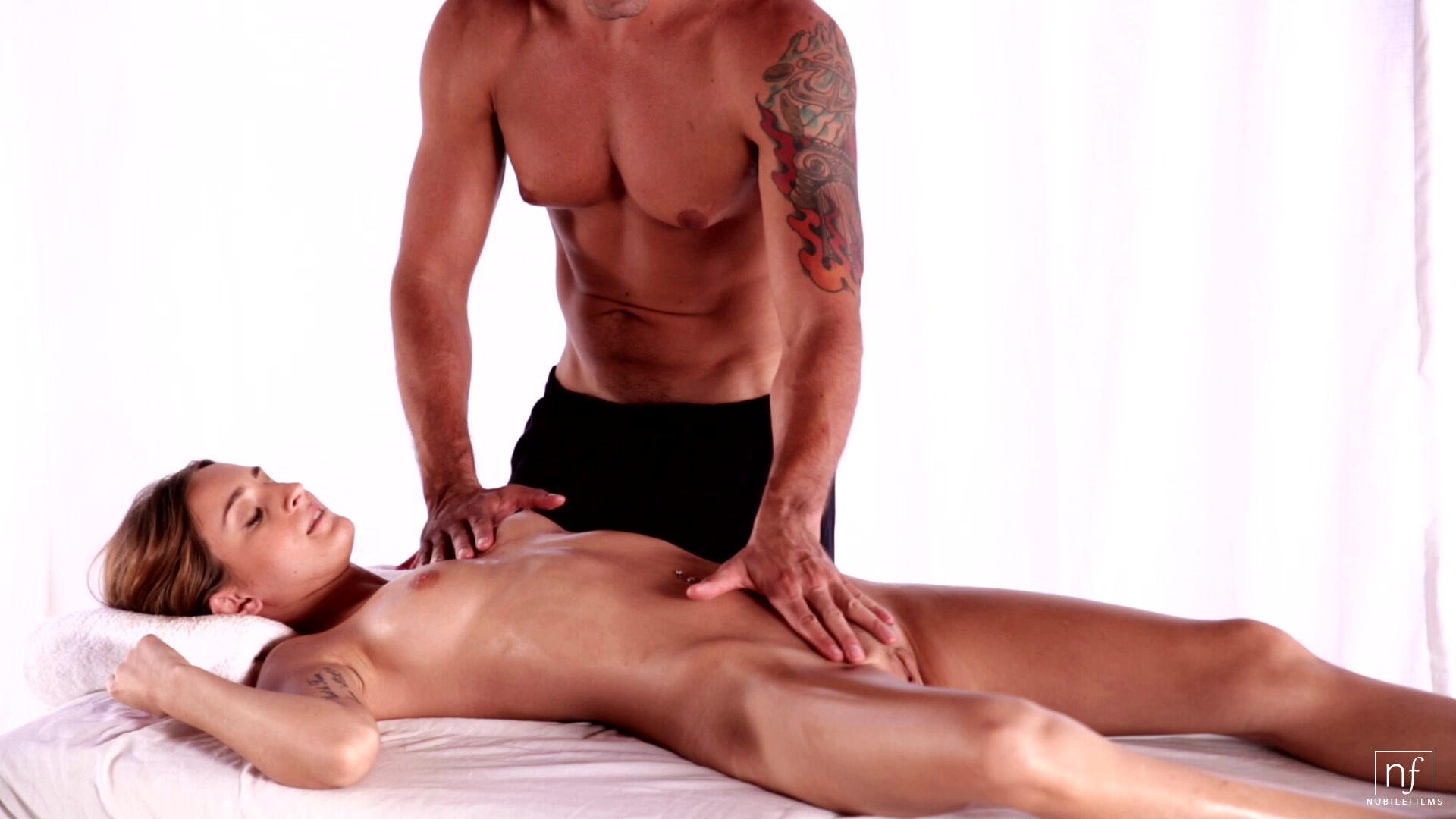 Порно с массажистам смотреть