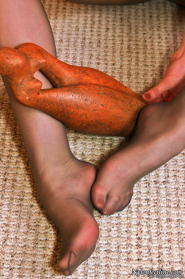 Female pantyhose feet sniffers
