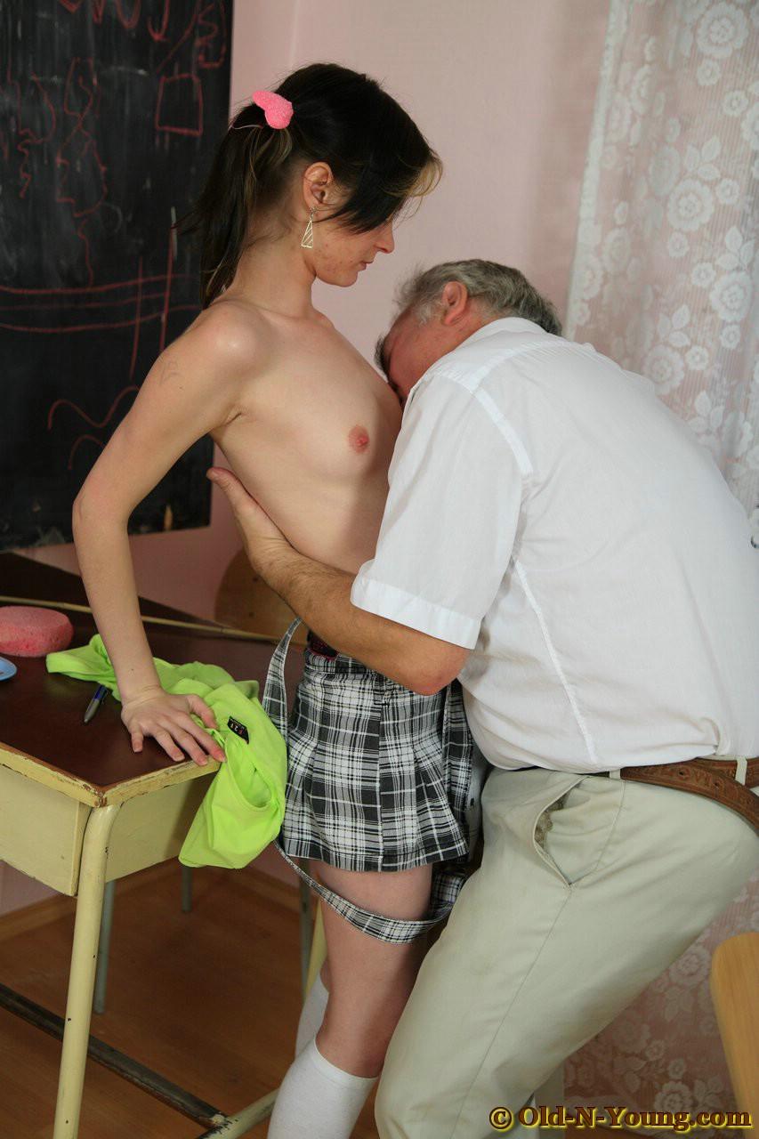 Смотреть бесплатно порно ролики дед и внука 11 фотография