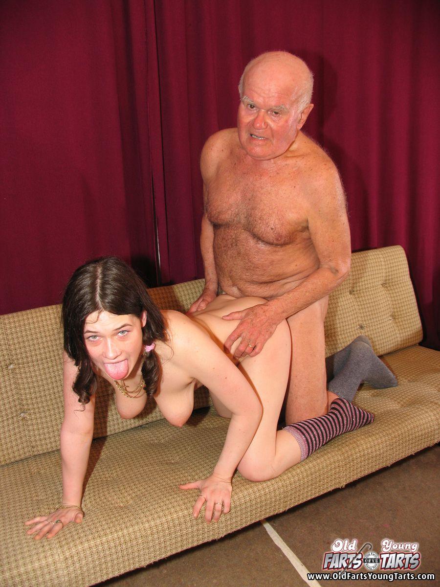 старик трахает подростка