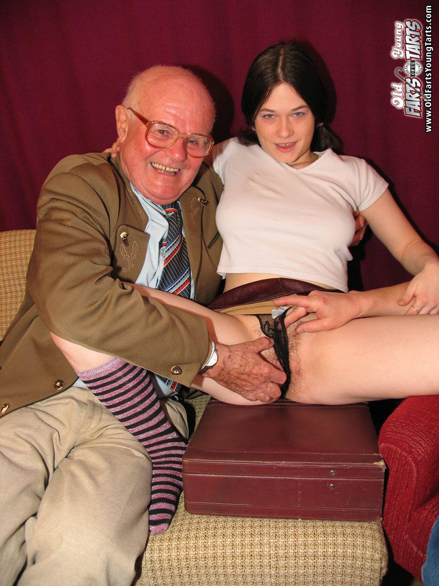 Смотреть порно внучка сосет у деда 5 фотография