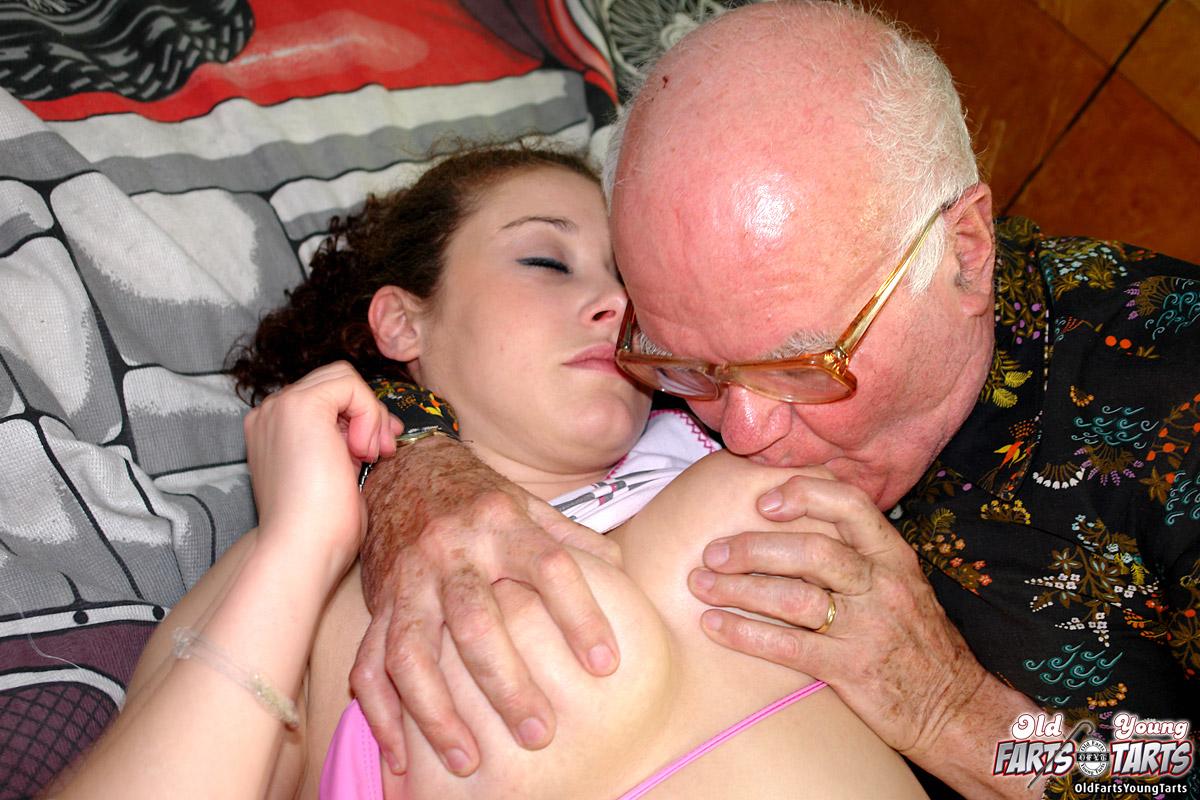 kormit-grudyu-seks-video