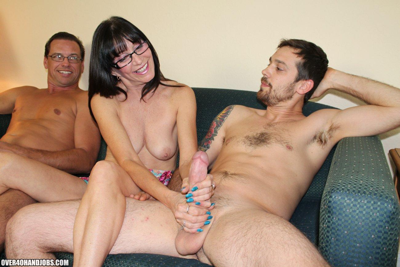 Порно муж трогает член ебр жену