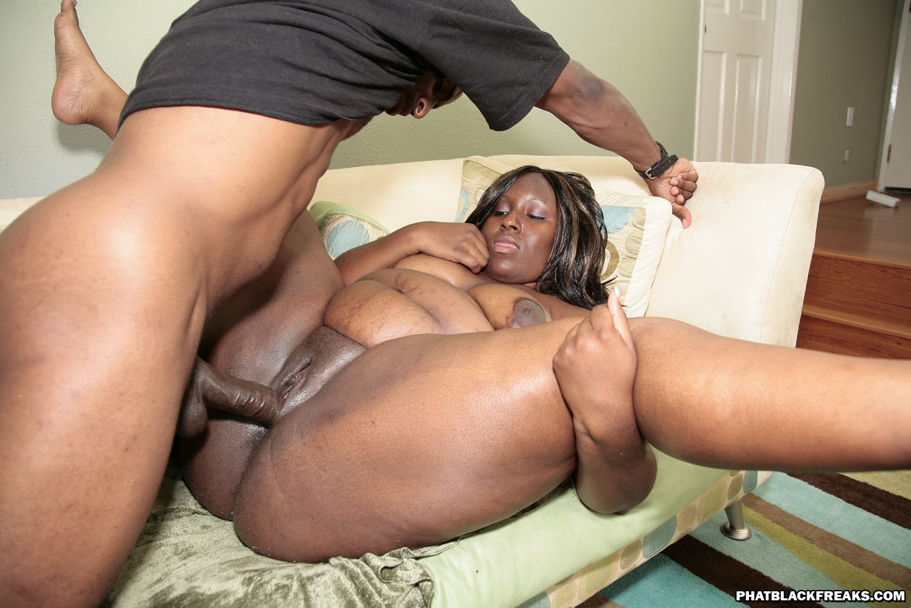 Big Beautiful Black Woman Fucked In Her Car