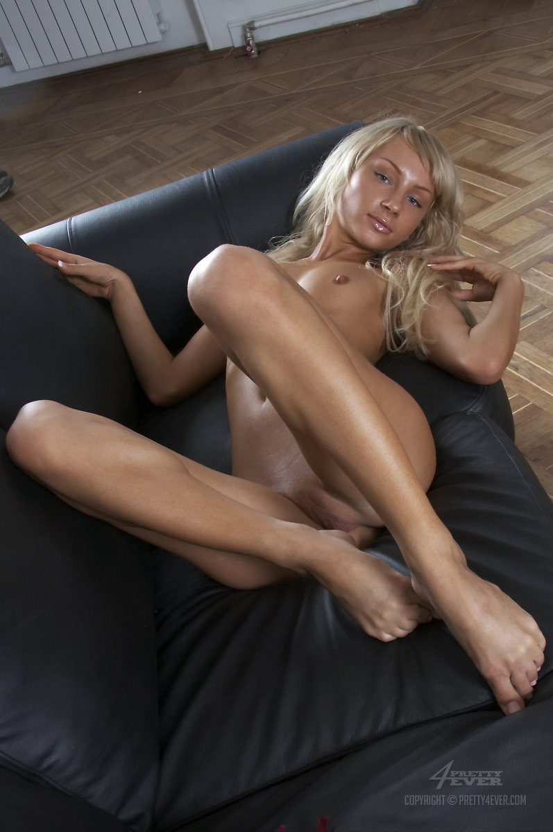 mmature naked in brdroom