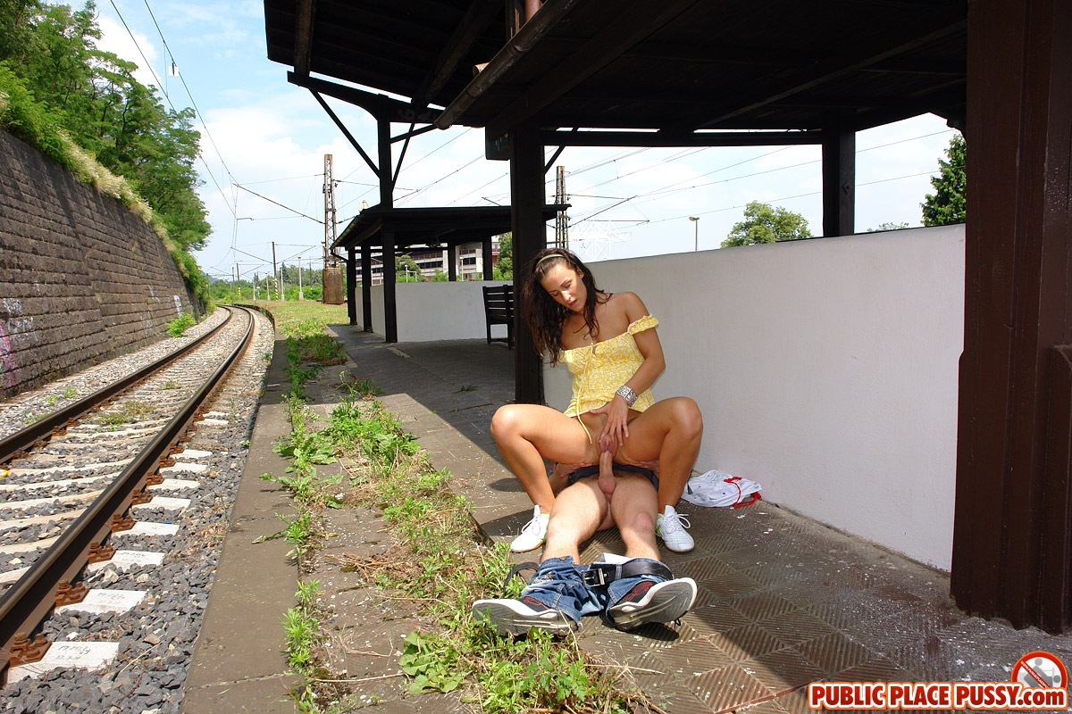 public place pussy helena