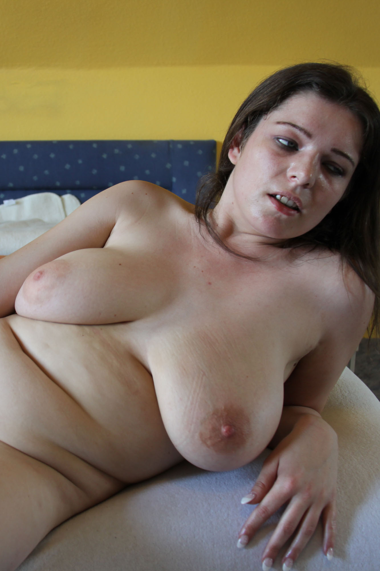 Naked young milf pics
