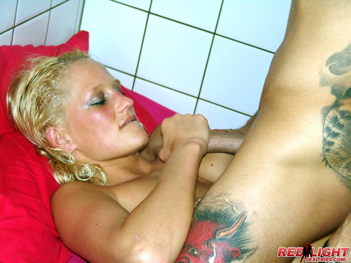 image Blonde chick loves getting banged sideways
