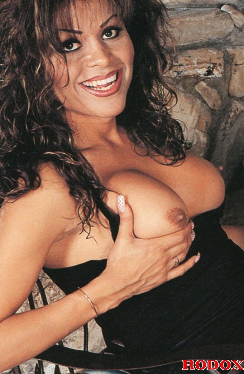 Tamil hot aunty saree navel naked pic