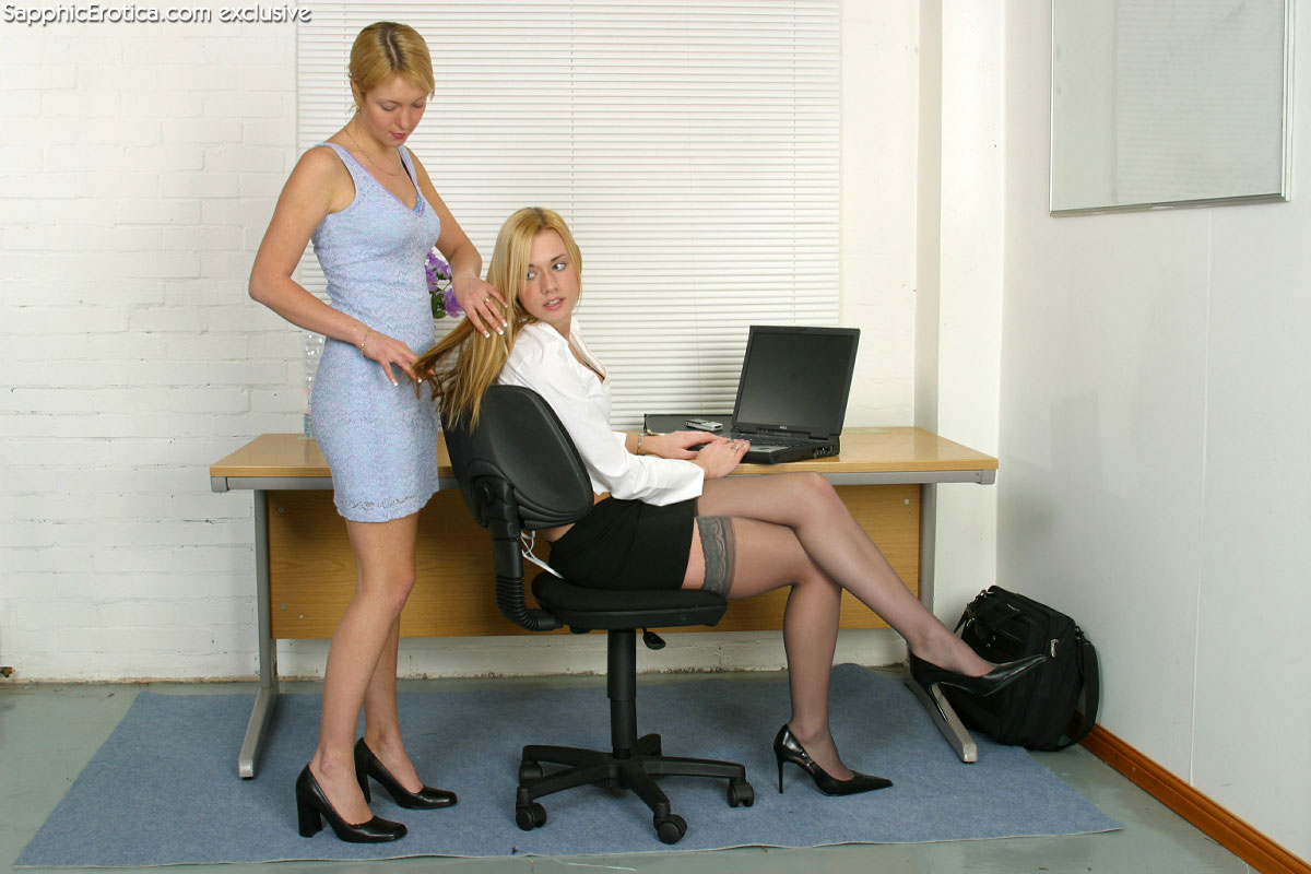 Зрелые лесби офис