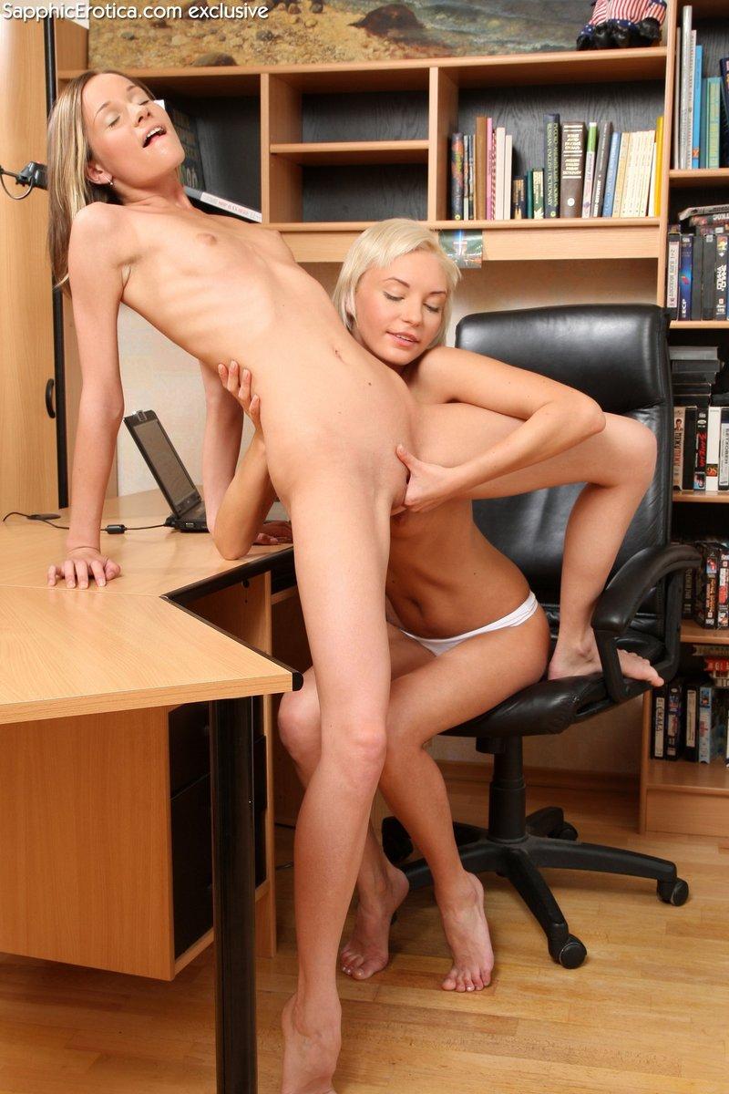 Предсказуема самого голые в офисе видео