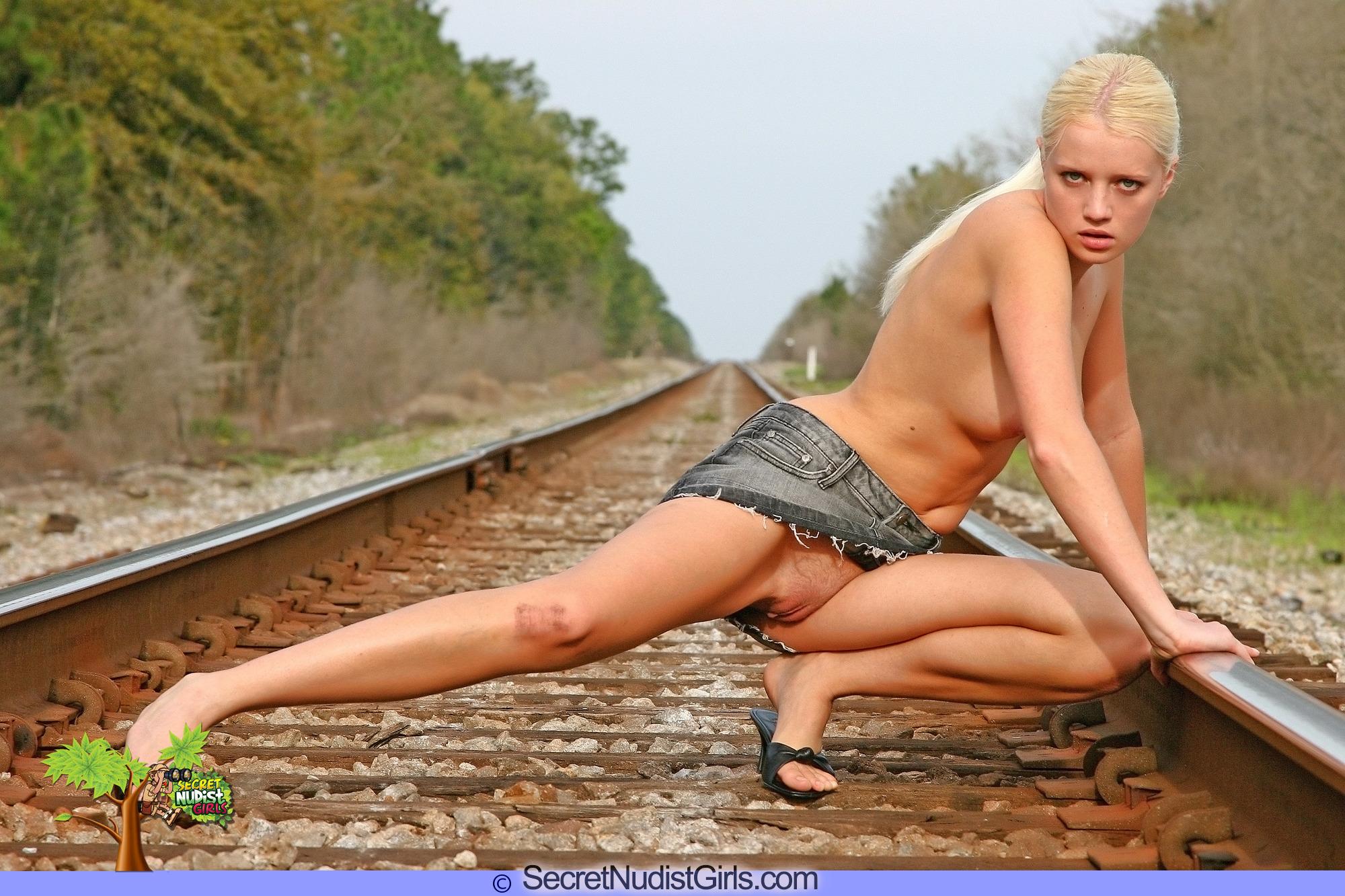 nudist woman gold