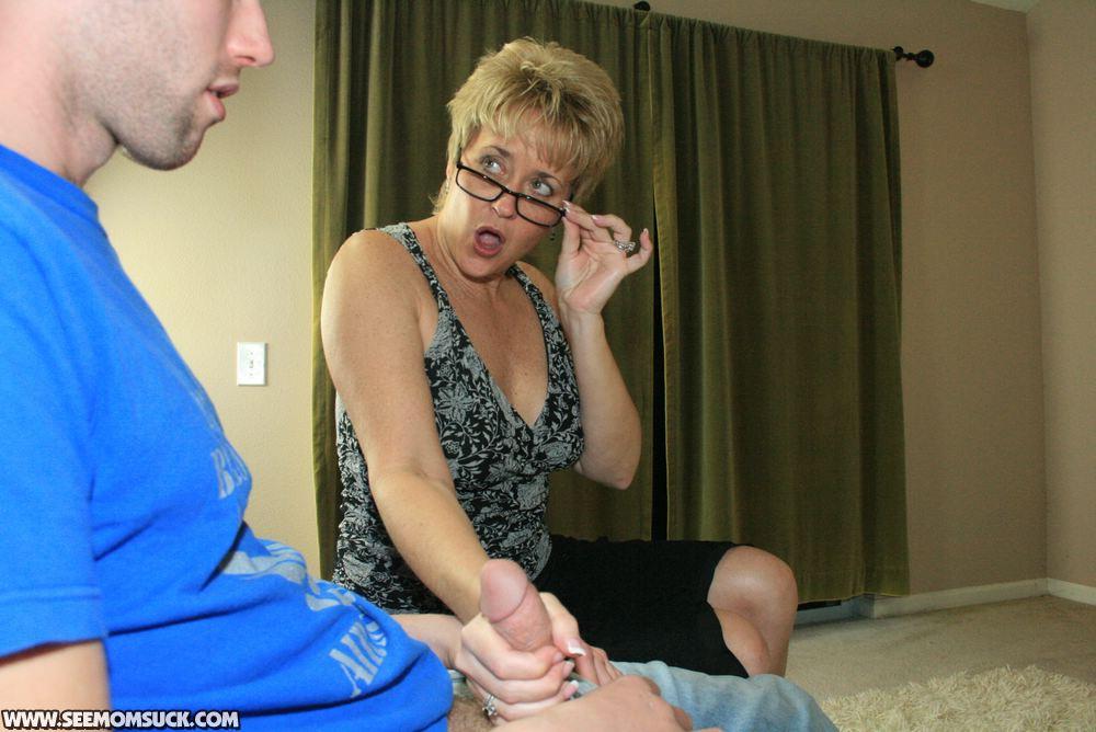 фотки как мама застукала сына за дрочкой