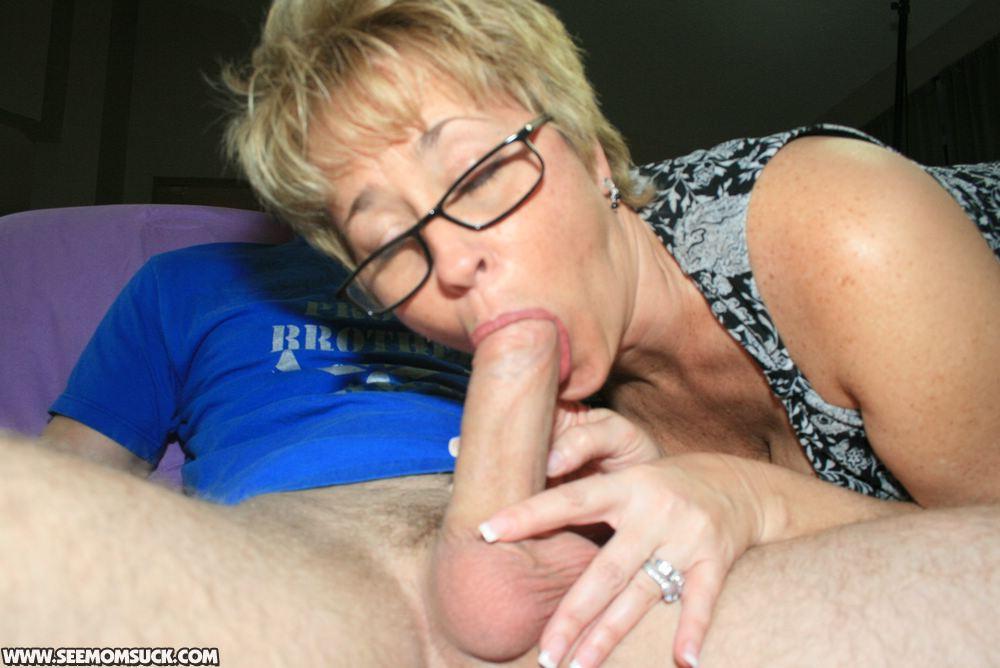 Член мать сосёт очень с сиськами сына огромными