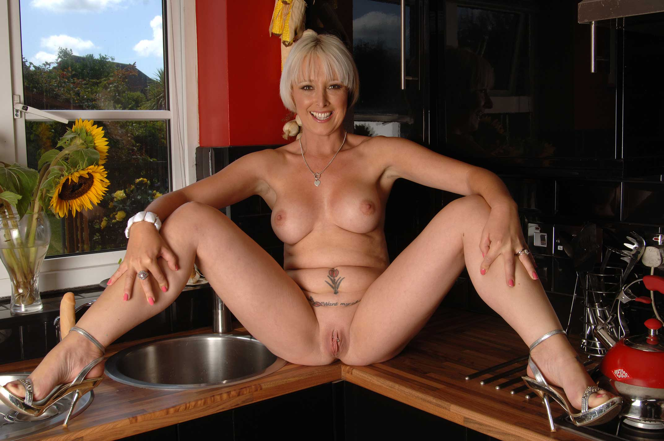Horny mature women spreading