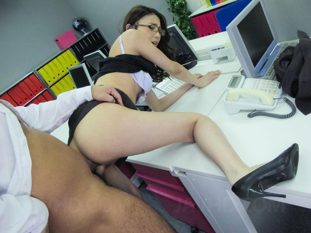 В азии офис секс