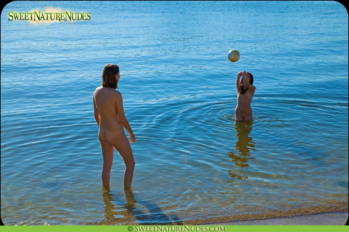 Секс игра в волейбол голые 20 фотография