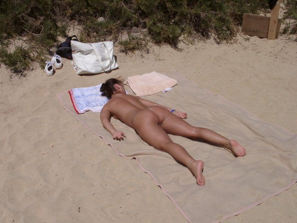 Спит на пляже порно 19 фотография