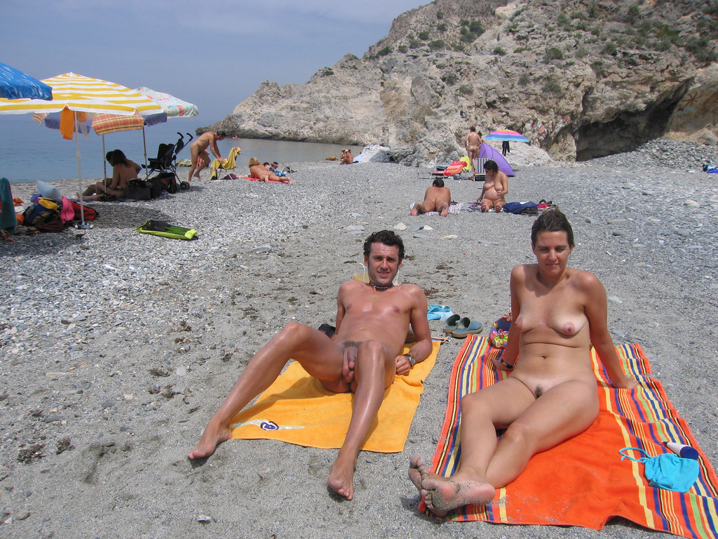 plyazhnoe-foto-nudisti