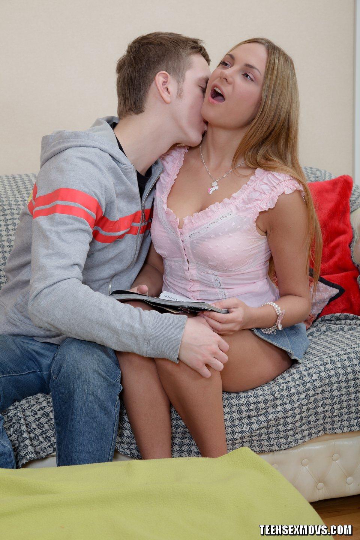 мальчик присунул девочке онлайн