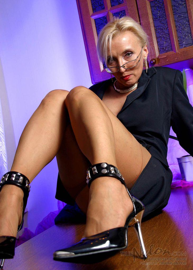mature nude stripper