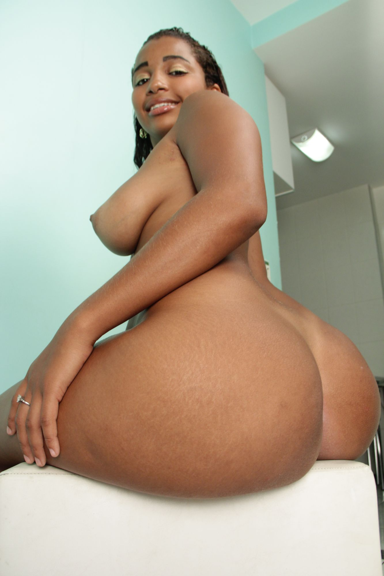 thick big booty black porn - roommate hookup!