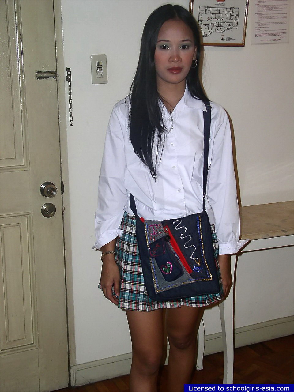 asian-schoolgirls-shy-perpitrators-women-oral