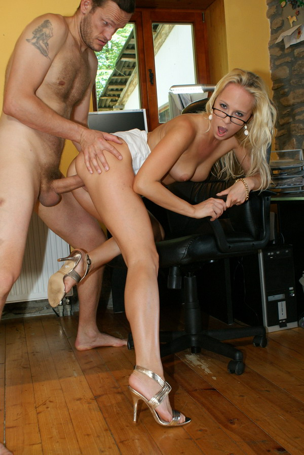 A hot blonde slut with a nice thick body and tits gets banged by the jacuzzi 1