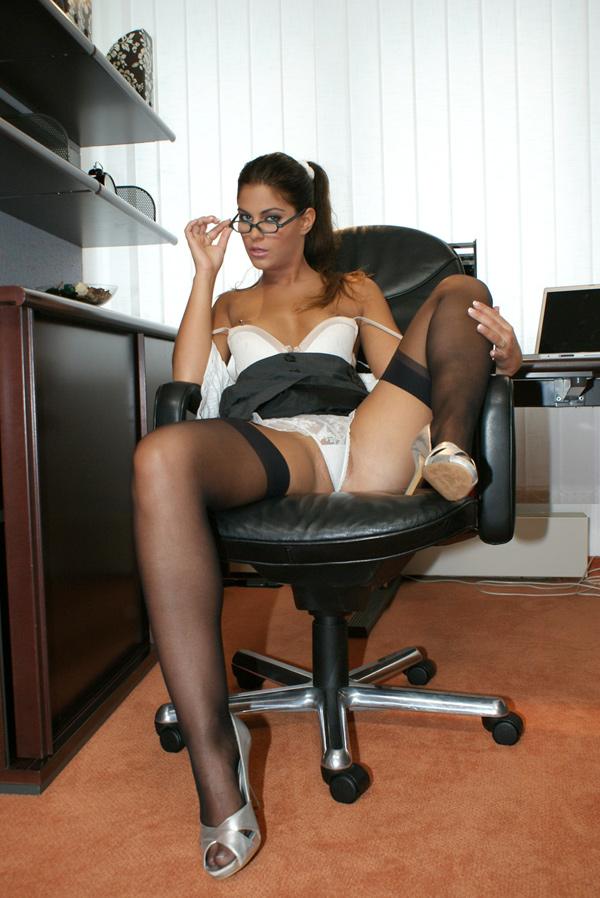 фото галереи секретарши ножки