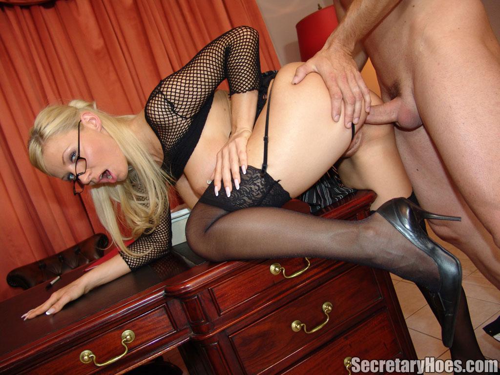 Видео порно в секретарши чулках черных