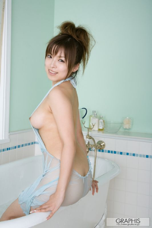 Japanese girls room to peep her pubic hair treatment