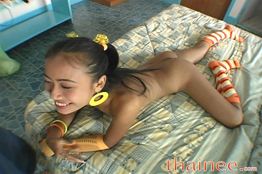 Nude beach girl doing sex