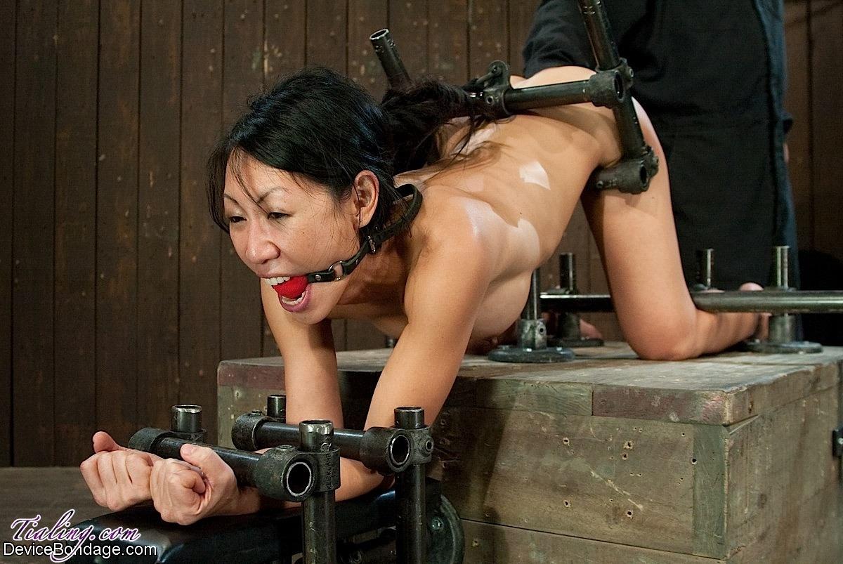 Tia ling bondage machine