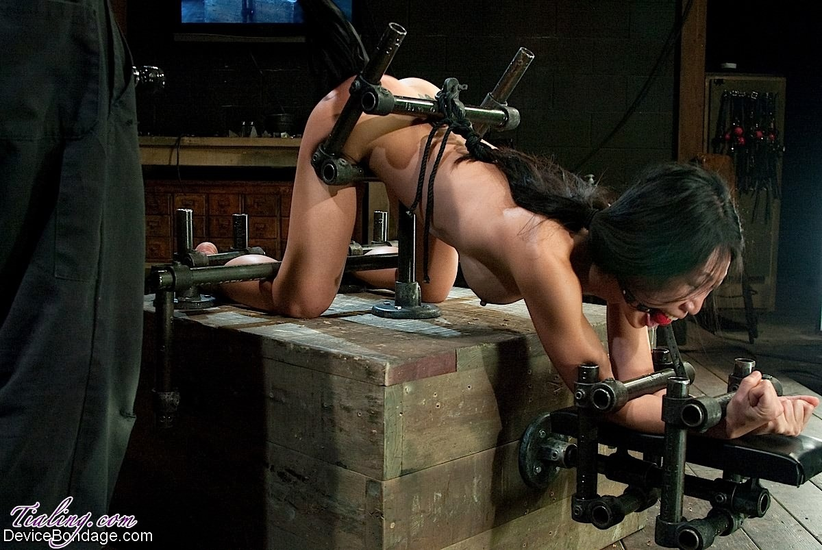 Fucked by machine and squirts 4