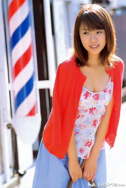 happy-japanese-teen-young-girls-looking-for-older-guys